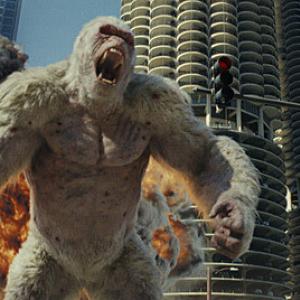 """コメディかと思いきや…スピーディなアクションに怪獣が""""街を壊す""""醍醐味がたっぷり!『ランペイジ 巨獣大乱闘』:映画レビュー"""
