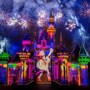 『リメンバー・ミー』のサプライズ演出も! 「カリフォルニア ディズニー」の花火ショーが16日13時よりネット生中継:海外ディズニー通信