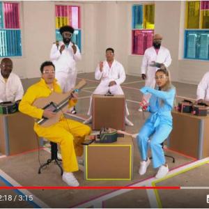 段ボールバンド!? アリアナ・グランデのバックバンドが演奏してる楽器『Nintendo Labo』じゃんか