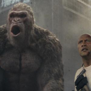 『ランペイジ 巨獣大乱闘』空飛ぶオオカミに歯が1,118本あるワニ! 超絶バトル映像が解禁「俺にかかってこい、化け物め」