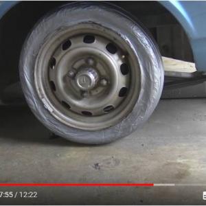 動画:粘着テープでタイヤを作っても車は走るらしい ホイールスピンもできる!?