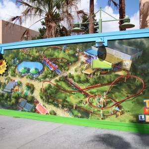 フロリダディズニーに「トイ・ストーリーランド」がオープン! 建設中の壁に書かれたウォルトの言葉が意味深?
