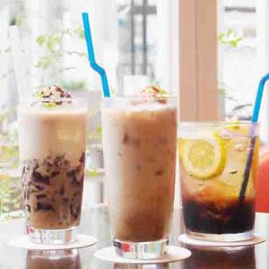 パンケーキ&エッグベネディクトと一緒に! 『ボス ラテベース 紅茶ラテ』を先取りできるカフェが期間限定オープン