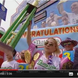 ギャル曽根クラスの大食い日系アメリカ人女性ミキ・スドー(須藤美貴)がホットドッグ早食い選手権5連覇