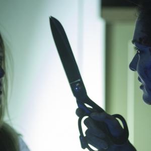 妊婦を巨大なハサミで脅迫……! 映画『インサイド』超危険本編シーン解禁