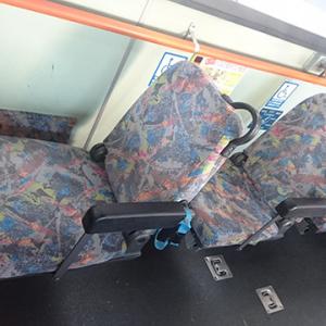 「譲るのは難易度が高い」「座ると変な目で見られる」 バスの優先席がら空き画像ツイートに「おかしい」の声多数