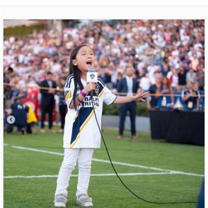 7才の少女による圧巻の国歌斉唱 イブラヒモビッチ選手も「この試合のMVP」と絶賛