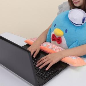 ペンギンの丸いボディがカワイイ♪サンリオ懐かしキャラ『タキシードサム』ぬいぐるみクッションでPC作業中も癒やされる