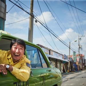 歴史を映画で描く手本と言いたくなる一本 ― 『タクシー運転手~約束は海を越えて~』