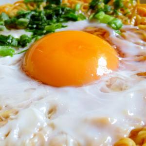 衝撃事実!! チキンラーメンには卵を入れると激ウマ化することが判明!「人類の歴史に激震が走る革命的なウマさ」