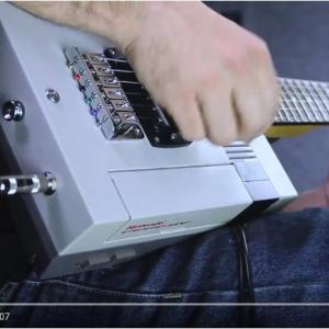 海外版ファミコンをギターにして『スーパーマリオブラザーズ』のBGMを弾いてみた ついでに同時プレイも