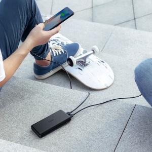 薄型モバイルバッテリーが大容量化して2台同時充電に対応 アンカー・ジャパンが『Anker PowerCore Lite 20000』を発売