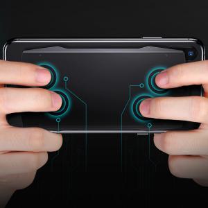 ディスプレイ面だけでなく背面も指で操作可能にするスマートフォン用ゲームパッド『MUJA』 1月末から『Indiegogo』でクラウドファンディング開始へ