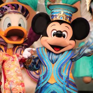 毎年恒例の「東京ディズニーランド」成人式! 35周年衣装のミッキーたちもお祝い【写真たっぷりレポート】