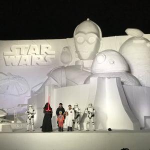 「Xウィング」に乗れる大雪像『白いスター・ウォーズ2019』お披露目! 映画は12月20日本公開決定