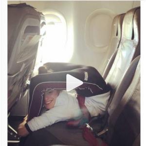 お客様! 離陸中はシートベルトを……してるんかいっ!