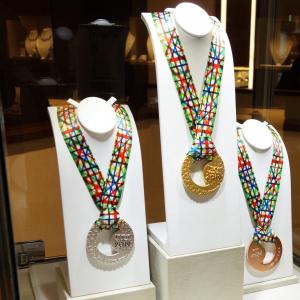 開催迫る『東京マラソン2019』の表彰メダルがお披露目 「素材は純金・純銀・純銅」「ずっと1社が無償提供」って知ってた?[PR]