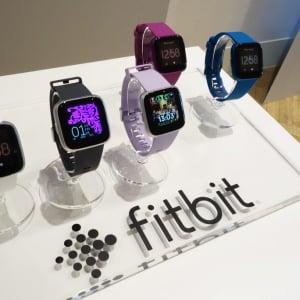Fitbitがウェアラブルデバイス4製品を発表 低価格スマートウォッチ『Fitbit Versa ライトエディション』とリストバンド型活動量計『Fitbit Inspire/Inspire HR』『Fitbit Ace 2』