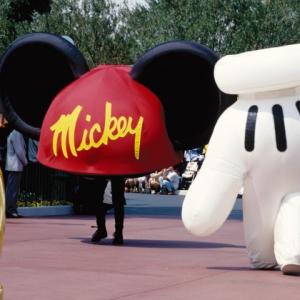 東京ディズニーランド平成30年間を振り返る! 巨大なスポーツデコレーションやおもしろパレードが存在した!