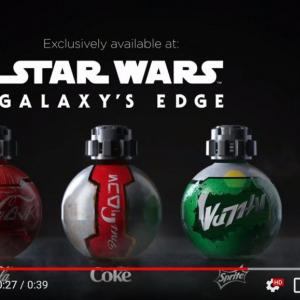 『スター・ウォーズ:ギャラクシーズ・エッジ(Star Wars: Galaxy's Edge)』で販売される特別仕様のボトルに入ったコカ・コーラ
