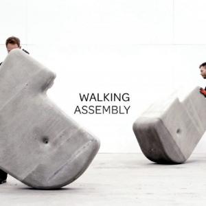 ミニサイズのモアイ? 石でできたレゴブロックみたいな『Walking Assembly』