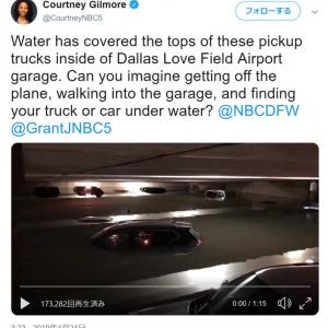 大雨の影響で駐車場の車が水没したダラス・ラブフィールド空港
