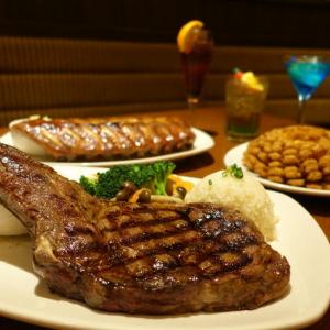 豪快カットのステーキに喰らいつけ! 肉・酒・肉のスペクタクルをイクスピアリで大満喫【舞浜ごはん道】