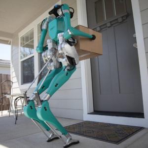 フォードが自動運転車から降りて玄関先まで荷物を運ぶ配送用ロボット『Digit』を発表