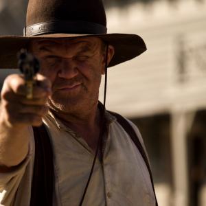 黄金が男たちを狂わせていく一攫千金ウェスタンサスペンス! 『ゴールデン・リバー』ジョン・C・ライリーの特別インタビュー映像