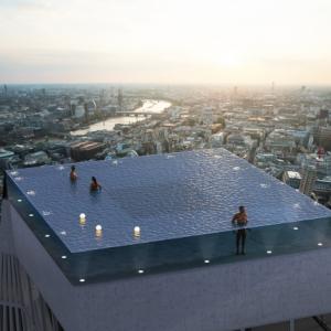 """ナイトプールよりはるかに映えるけど 200メートルの高さからロンドンを見渡す""""Infinity Pool""""で泳ぎたい人います?"""