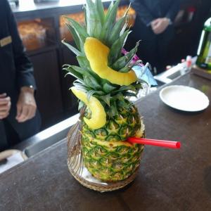 生パイナップルを丸ごと! ブライトンの超力作カクテルを目の当たりにしてきた【舞浜ごはん道】