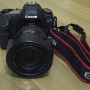 ものすごいスペックのカメラ『EOS 5D Mark II』開封動画