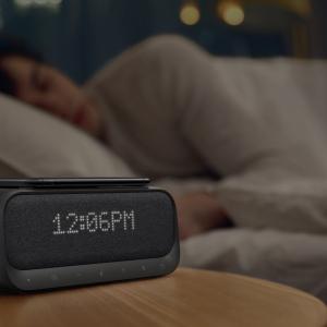Ankerのオーディオブランドから目覚まし時計・スピーカー・ワイヤレス充電器が一体になった「Soundcore Wakey」が発売 個数限定で20%OFFの7199円