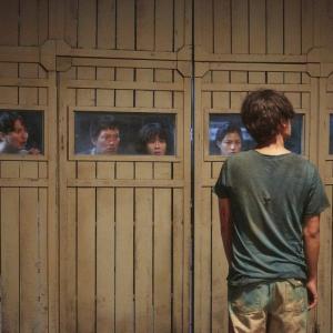 """""""あの映画""""で観たやつだ…… 韓国発ゾンビコメディ『感染家族』ゾンビとの邂逅を切り取った本編映像[ホラー通信]"""