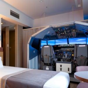 航空マニア歓喜せよ! 羽田空港直結ホテルにフライトシミュレーター設置の客室が登場