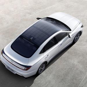 現代自動車がソーラーパネルを搭載した新型「ソナタ・ハイブリッド(Sonata Hybrid)」を発表 韓国ではすでに発売中