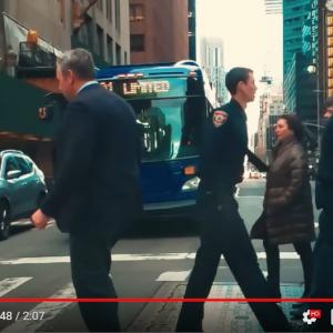 時が止まったニューヨークの街並み スマホでこんなスーパースローモーション映像まで撮影できるんです
