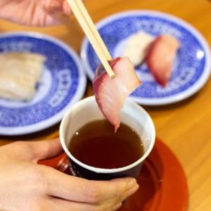 「出汁」で湯引きすると絶品! くら寿司の寿司を激ウマ「出汁寿司」にする裏ワザ方法