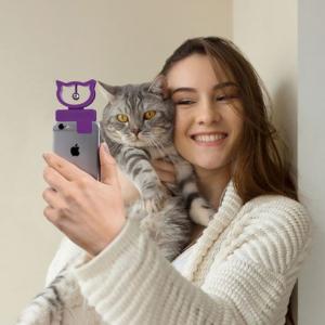 ネコと一緒に自撮りする際の必需品「Cat Selfie」