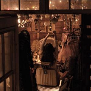 『ゴーストランドの惨劇』不快感を与えるプロダクションデザインを監督が語る 「どす黒いおとぎ話のような映画を目指した」[ホラー通信]