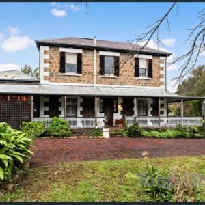 かなりヤバめの家がオーストラリアの不動産オークションサイトで売りに出される こんな写真掲載して買う人いるの?