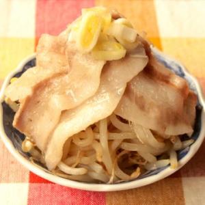 鍋の味なのに火も包丁も使わない! 最高に簡単なレシピ「塩だれ豚バラもやし鍋」が話題に