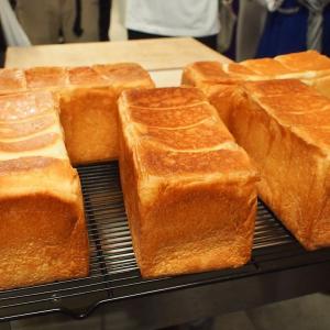 パンがふっかふか! 高級食パン専門店「白か黒か」東京・錦糸町にオープン 行ってみた