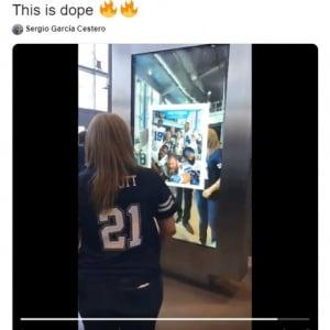 アメフト界に究極のファンサービス登場 AT&Tスタジアムの「Pose with the Pros(プロ達と一緒にポーズを決めよう)」