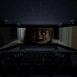 怖い、けど楽しい……! 映画『アナベル 死霊博物館』4DX with ScreenX 体験レポート[ホラー通信]