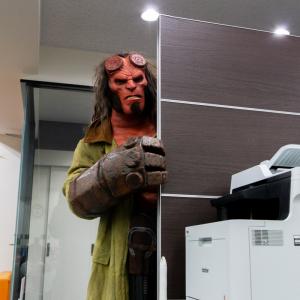 地獄生まれ地球育ち滅びの右手がチャームポイントの「ヘルボーイ」さんが編集部にやってきた!
