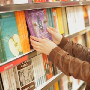 書店員が万引き常習犯のメルカリアカウントを特定して鎮静化させたというエピソードが話題に