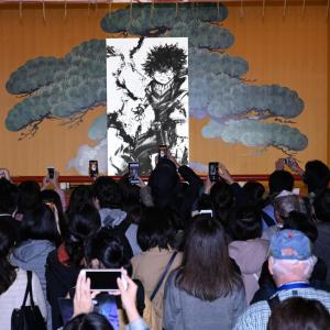 『ヒロアカ』御歌頭による巨大水墨画ライブペインティングでダイナミックな「デク」完成! 本日19時から「オールマイト」Ver.も神田明神で実施