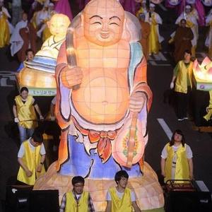 ユネスコ登録目指す韓国の『燃灯会』 街中が灯籠だらけ…ごり押しPRに自国内からも反発相次ぐ