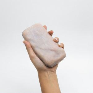 人工皮膚を使ったスマホケース「スキン・オン・インターフェイス(Skin-On Interfaces)」